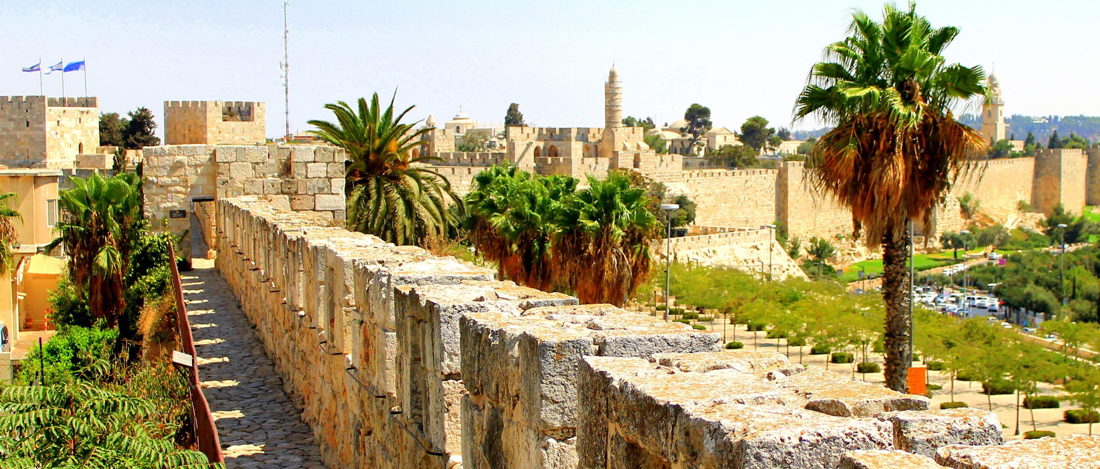 Die Entfernung trügt: Beim Blick über die Altstadt Jerusalems vergeht jedes Zeit- und Raumverhältnis.